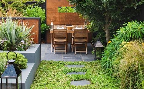 8 tips om een kleine tuin groter te laten lijken for Bestrating kleine tuin