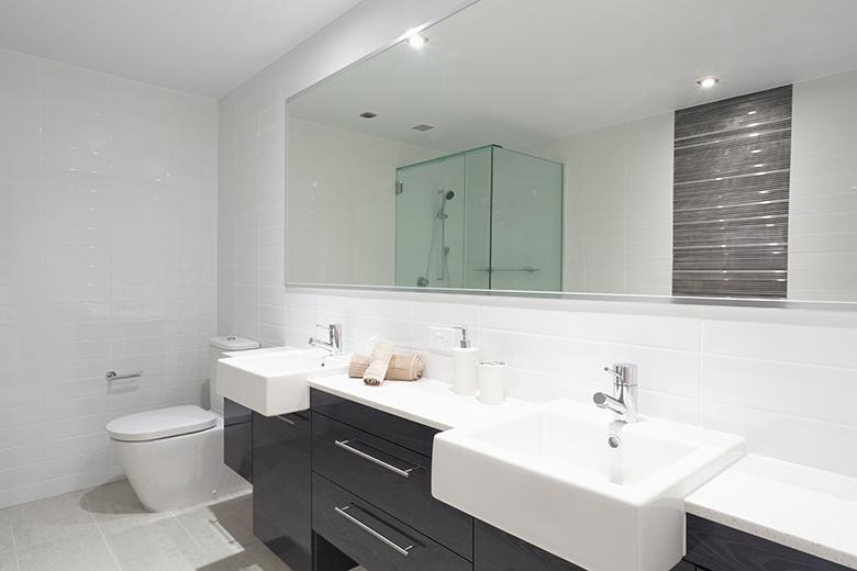 Badkamer voorbeelden zwart wit 22 badkamer foto 39 s - Marmeren douche ...