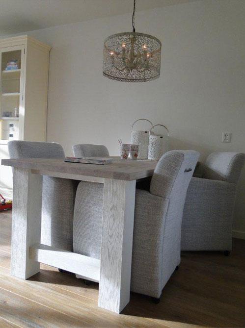 Interieur advies witte woonkamer for Interieur advies