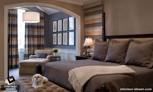Ook hier zie je dat de muren grijs gemaakt zijn naast het bed. Het ...