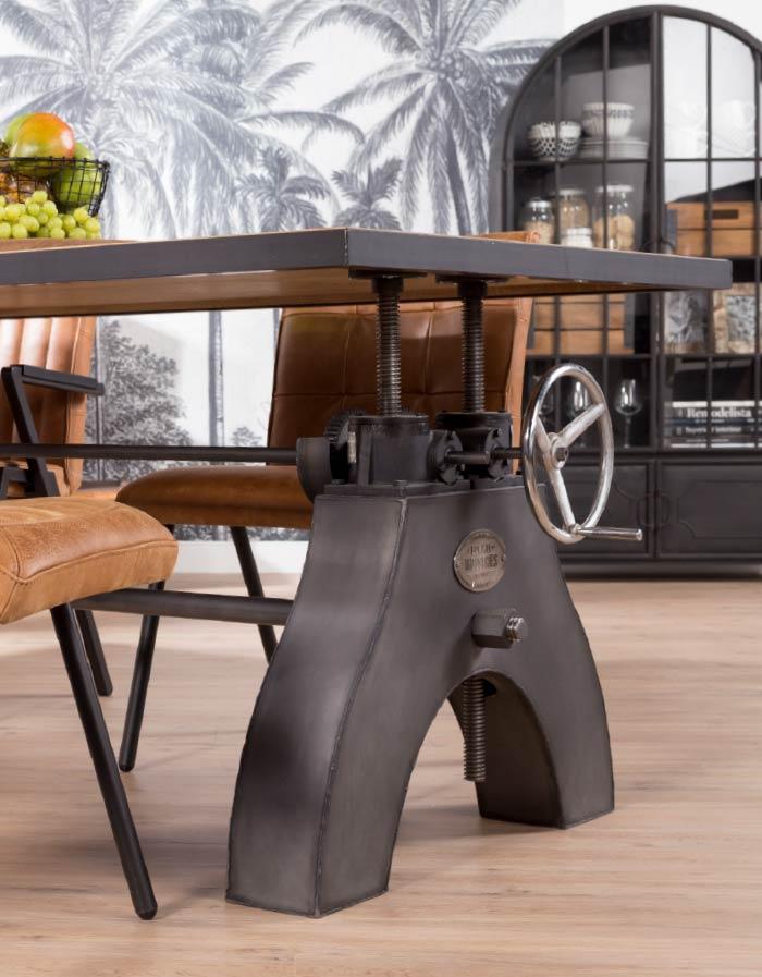 Stoere Robuuste Eettafel.Een Robuuste Eettafel Voor Een Stoer Interieur Interieur