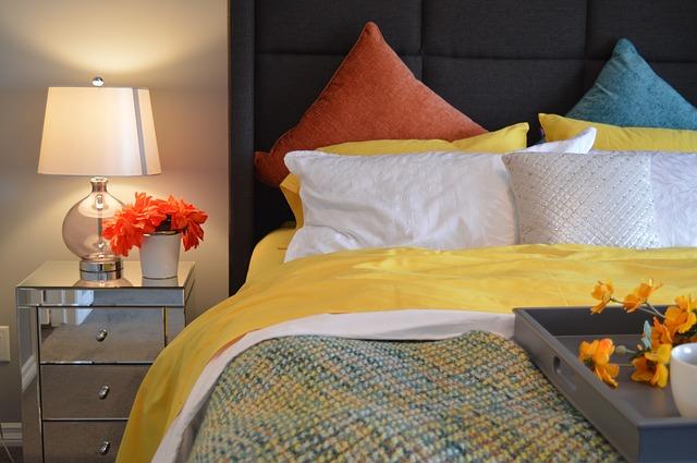 kleurrijk beddekgoed slaapkamer