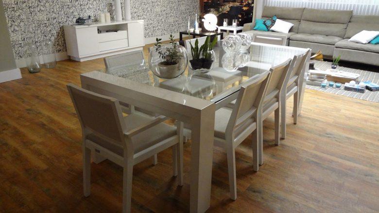 Eettafel met passende eetkamerstoelen