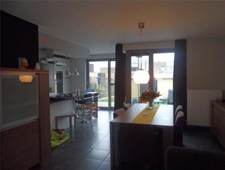 Woonkamer met grijze muur interieur advies voor inge Grijze woonkamer