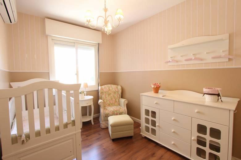 inrichten babykamer comfortabele stoel