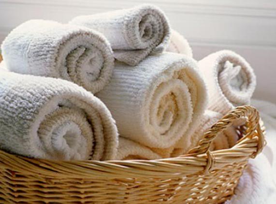 badkamer handdoeken opgerold